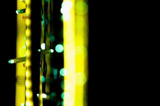 Luz de fada brilhante no pano de fundo de superfície escura
