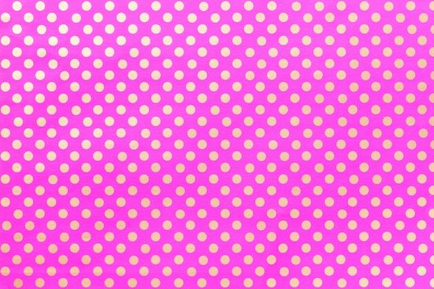 Luz de fundo roxo de papel de embrulho com um desenho de bolinhas closeup.