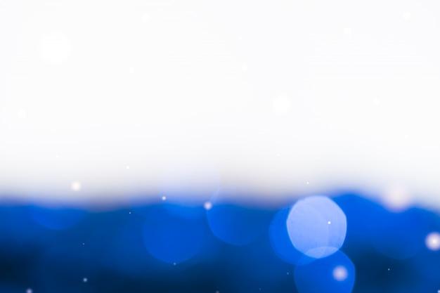 Luz de luz azul bokeh. abstrato. meio branco e meio colorido.