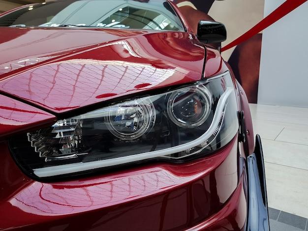 Luz dianteira do carro iluminação halógena moderna iluminação dianteira vermelha do carro
