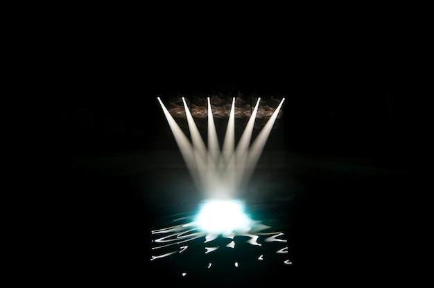 Luz do clube na piscina
