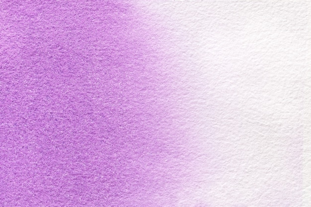 Luz do fundo da arte abstrato - cores roxas e brancas. pintura em aquarela sobre tela.