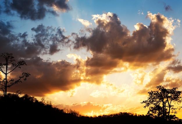 Luz solar, com, céu azul nebuloso, beauytiful, cena