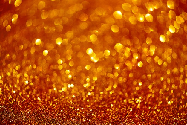 Luzes abstratas do bokeh do vermelho e do ouro.