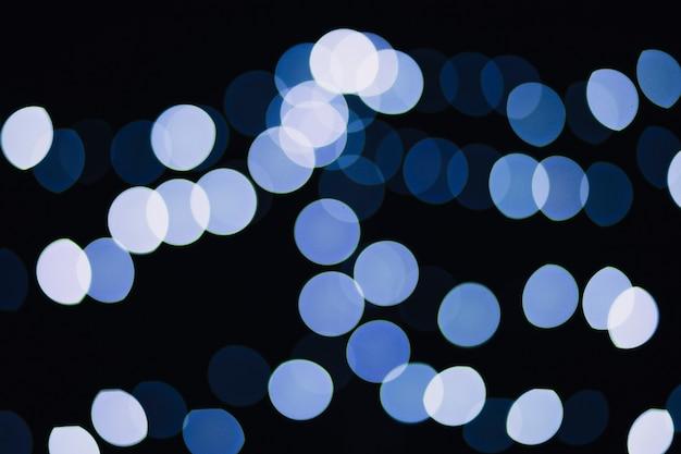Luzes azuis e brancas de guirlanda