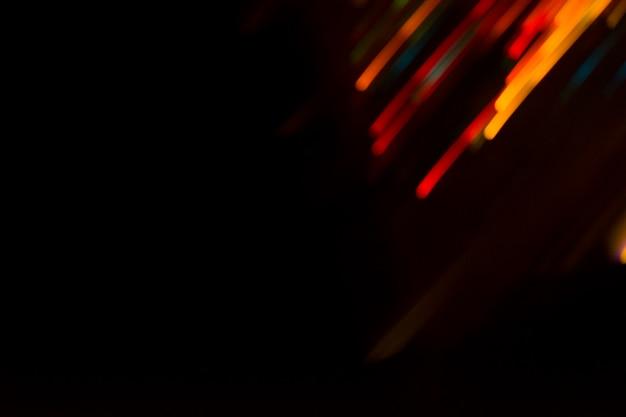 Luzes de bokeh no fundo preto. o sumário de bokeh ilumina o fundo.