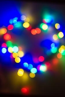 Luzes de bokhe em forma de coração, imagem borrada de luzes de fada