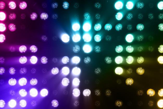 Luzes de inundação brilhantes piscando abstrato colorido