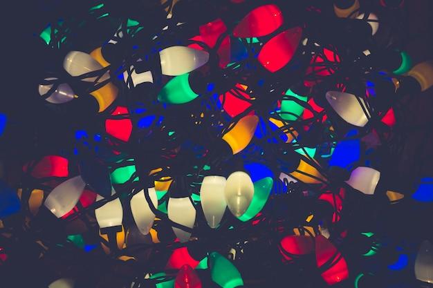 Luzes de natal emaranhadas em conjunto
