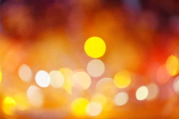 Luzes de natal laranja amarelo e vermelho, luzes bokeh abstrato multicolorido natal decorar ano novo