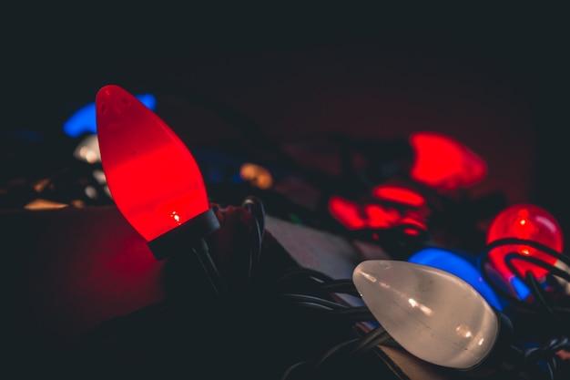 Luzes de natal se espalhando de uma caixa
