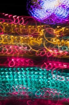 Luzes de neon coloridas iluminadas