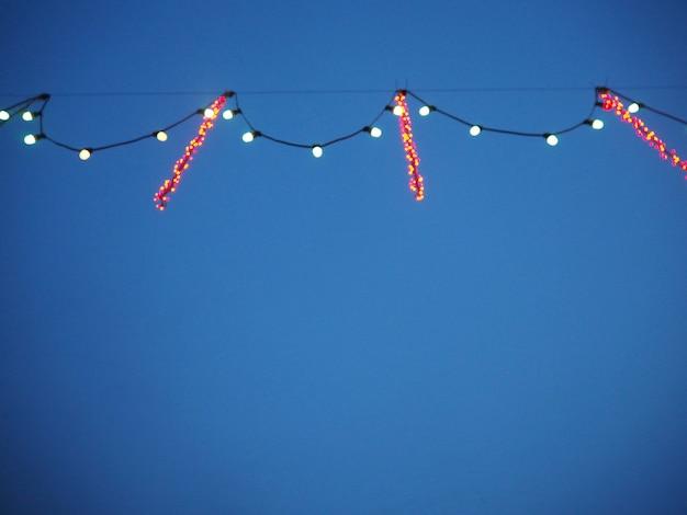 Luzes decorativas no céu