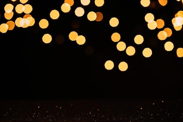 Luzes desfocadas e gotas de água