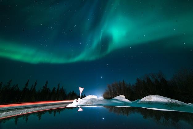 Luzes do norte, aurora boreal, verde, roxo, azul, estrelas. pólo norte, islândia, rússia