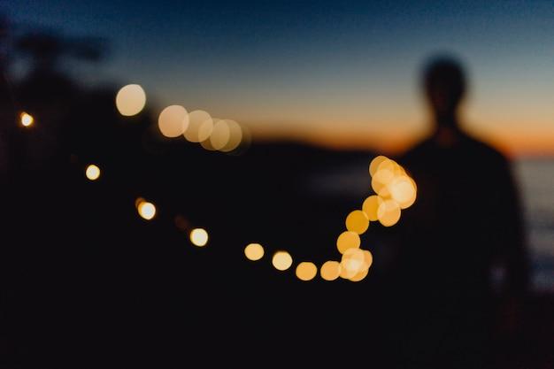 Luzes girando na noite