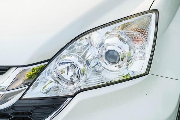 Luzes principais do carro