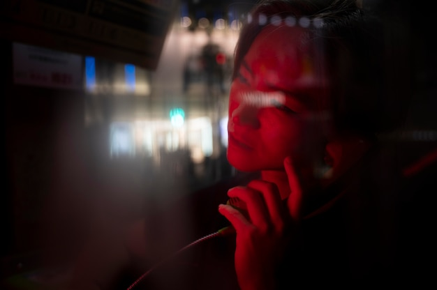 Luzes urbanas misteriosas da estética cinematográfica