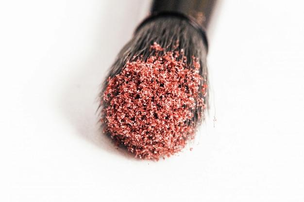 Maçã cor-de-rosa sobre maquiagem preta