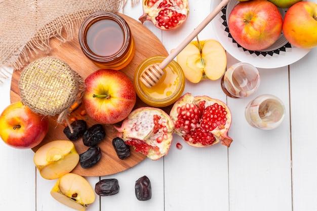 Maçã e mel, comida tradicional do ano novo judaico - rosh hashaná.