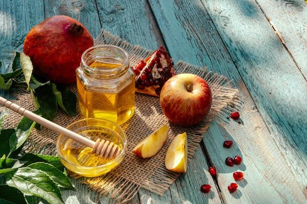 Maçã e mel e romã, comida tradicional do ano novo judaico