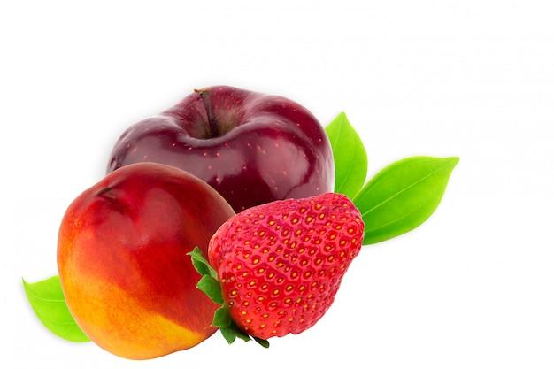 Maçã fruta pêssego nectarina morango isolado no branco