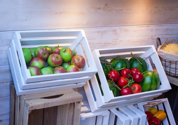 Maçã, melancias e tomates