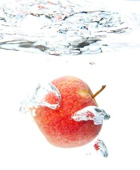 Maçã na água