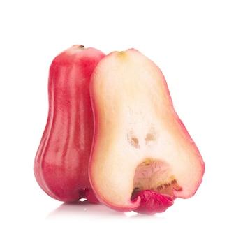 Maçã rosa isolado no fundo branco