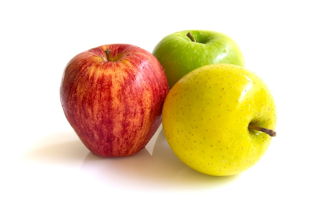 Maçã três cores vermelho, amarelo e verde fresco frutas