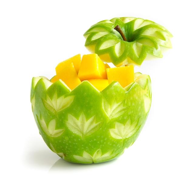 Maçã verde esculpida no interior mango cube style fruit