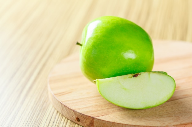 Maçã verde madura