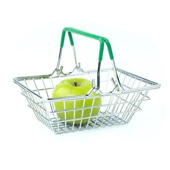 Maçã verde na cesta do supermercado