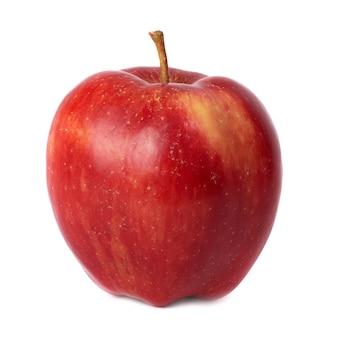 Maçã vermelha fresca isolada no fundo branco