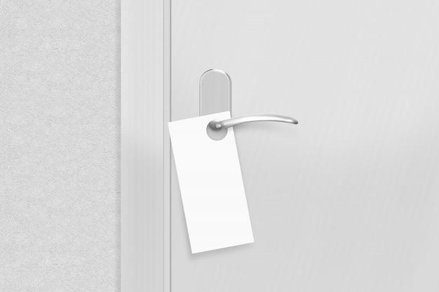 Maçaneta da porta com flyer em branco mock up
