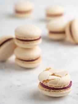 Macarons caseiros com recheio de groselha