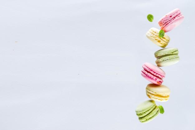 Macarons coloridos brilhantes