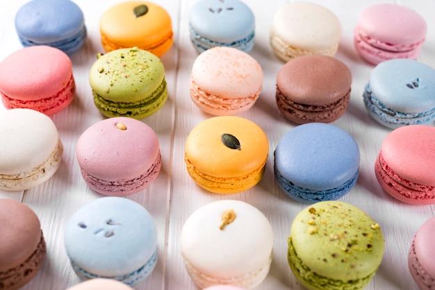 Macarons franceses coloridos tradicionais