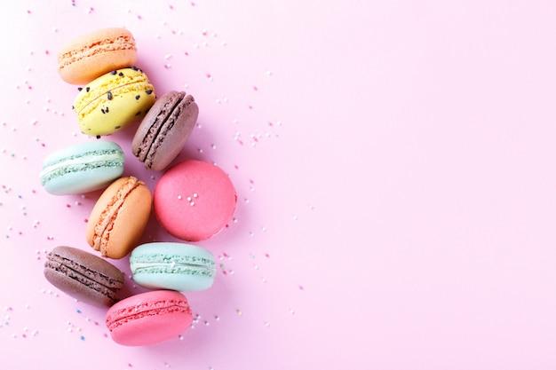 Macarons franceses coloridos