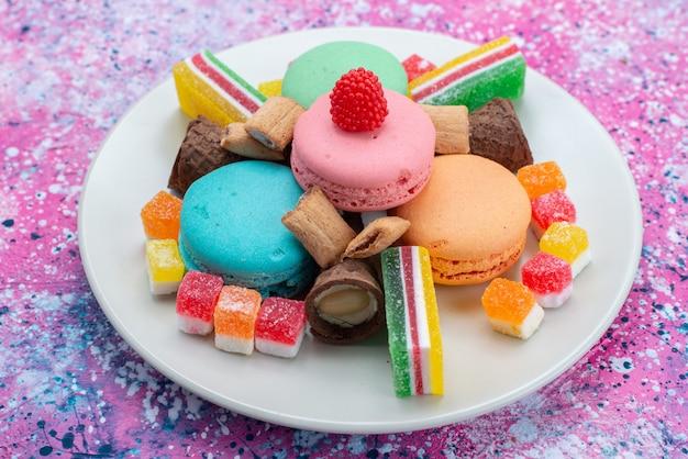 Macarons franceses com geléias de frente