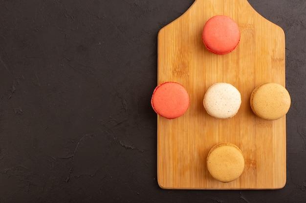 Macarons franceses deliciosos e gostosos com vista de cima