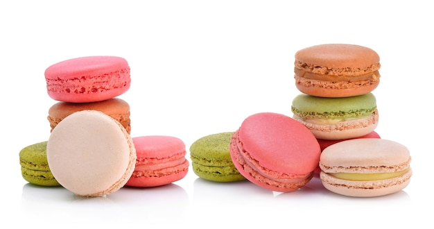 Macarons franceses doces e coloridos ou macaron, sobremesa.
