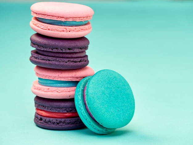 Macarons padrão em fundo azul pastel