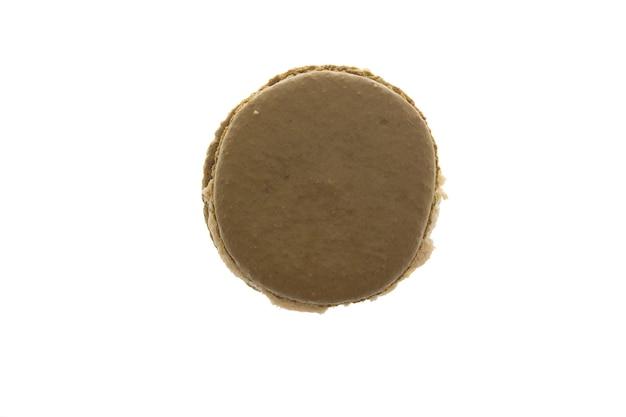 Macaroon verde grande isolado sobre fundo branco. lanche saboroso