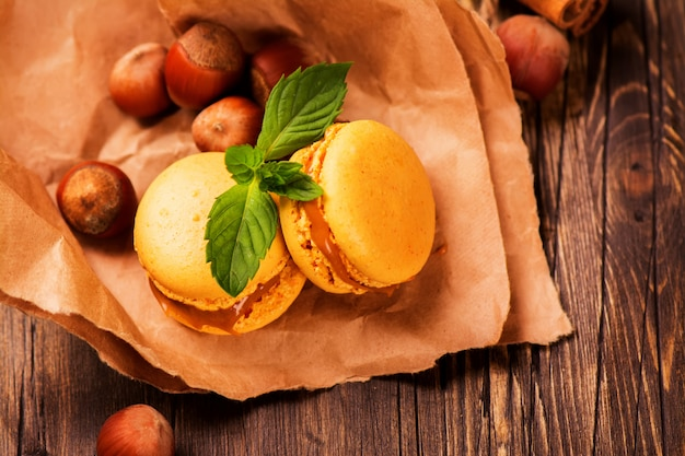Macaroons de caramelo e canela