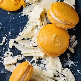 Macaroons de citrinos com chocolate branco