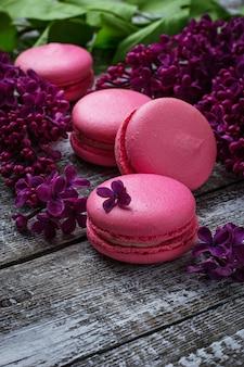 Macaroons e lilás cor-de-rosa.