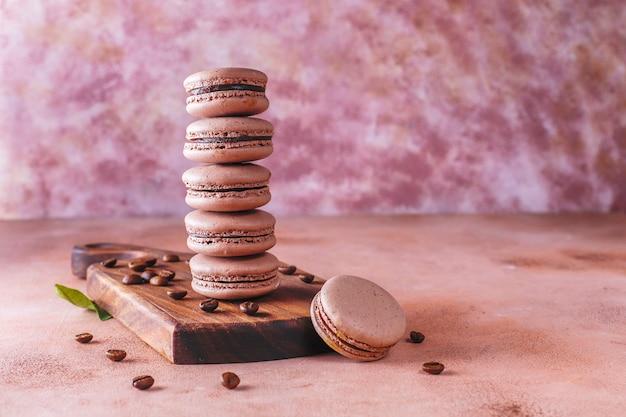 Macaroons franceses com grãos de café.