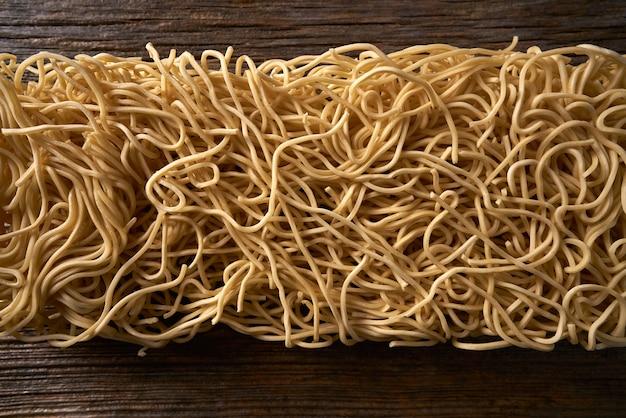 Macarrão chow mein macarrão asiático macro