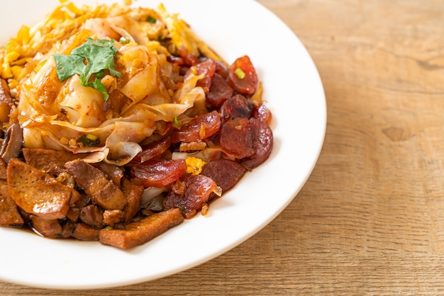 Macarrão de arroz chinês cozido no vapor - comida asiática